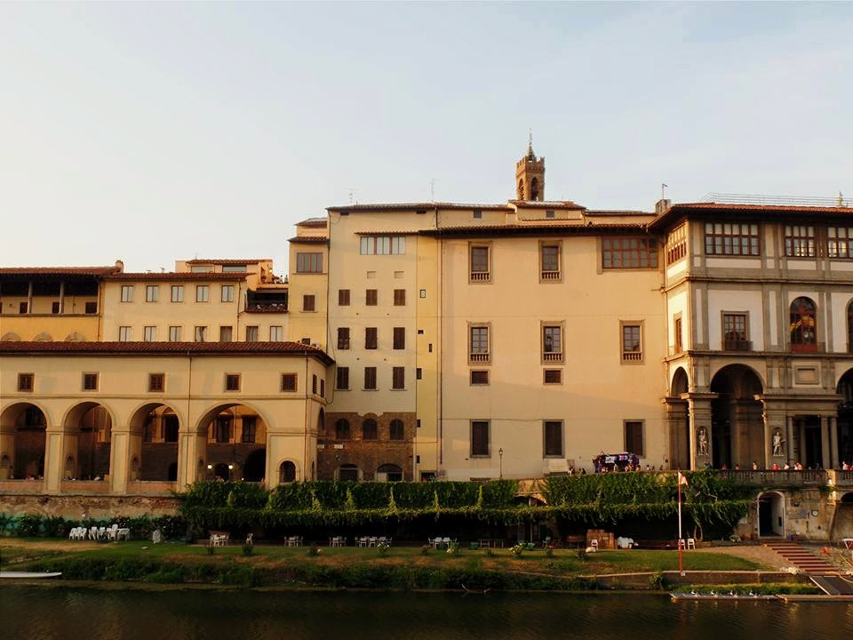Looking across the Arno from Oltrarno