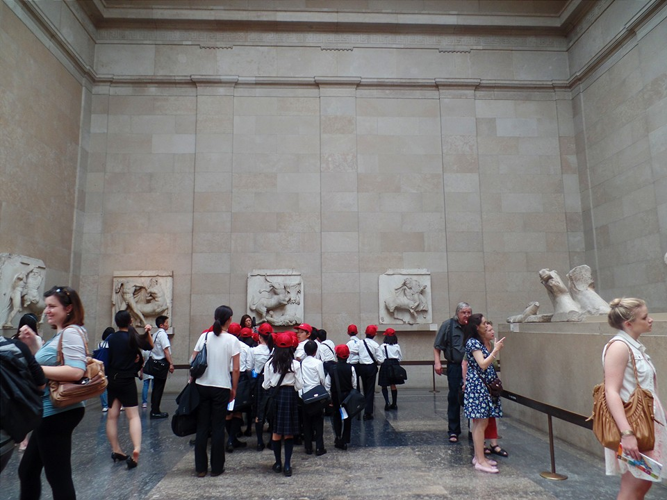 Adorable Japanese school group in the British Museum